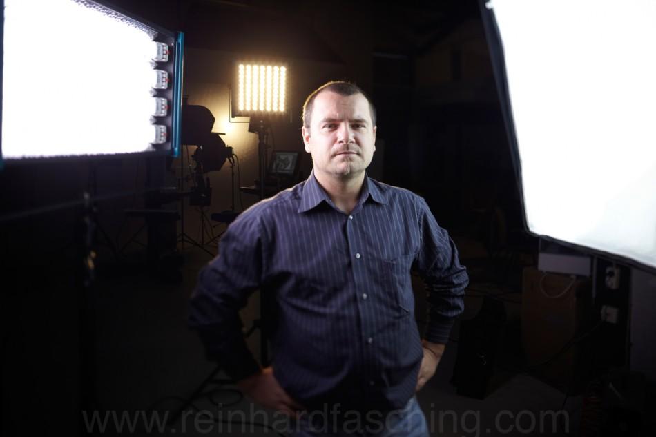 Reinhard Fasching fotografiert Thomas Fellner im Bregenzer Studio