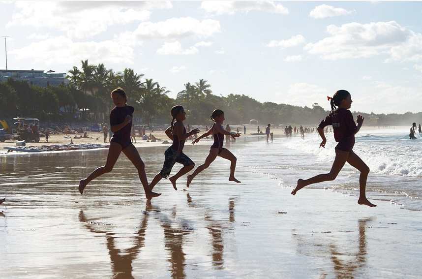 Noosa Heads, school class running on the beach