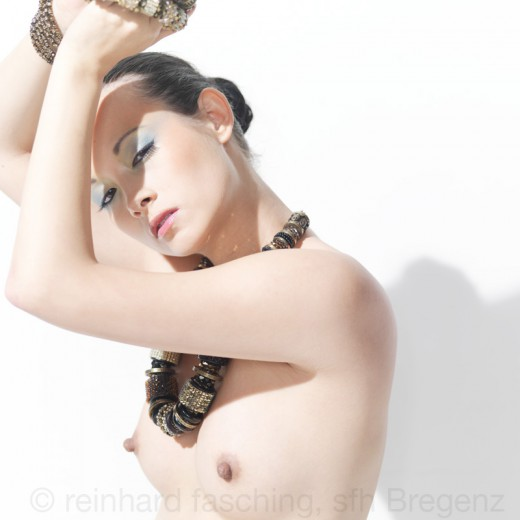 Reinhard Fasching fotografiert Akira Sun mit Swarovski Jewelery