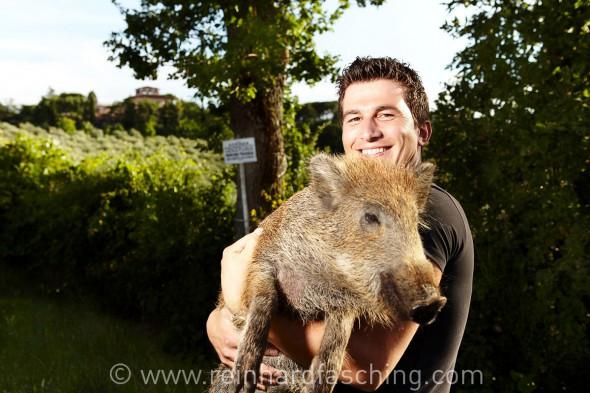 Armando with wild boar