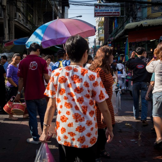 Street photography on a crossroad, Bangkok by austrian photographer Reinhard Fasching
