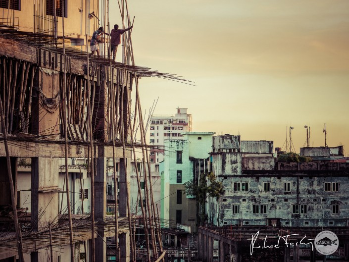 Scaffold workers in Chittagong City, Bangladesh, photography R:Fasching