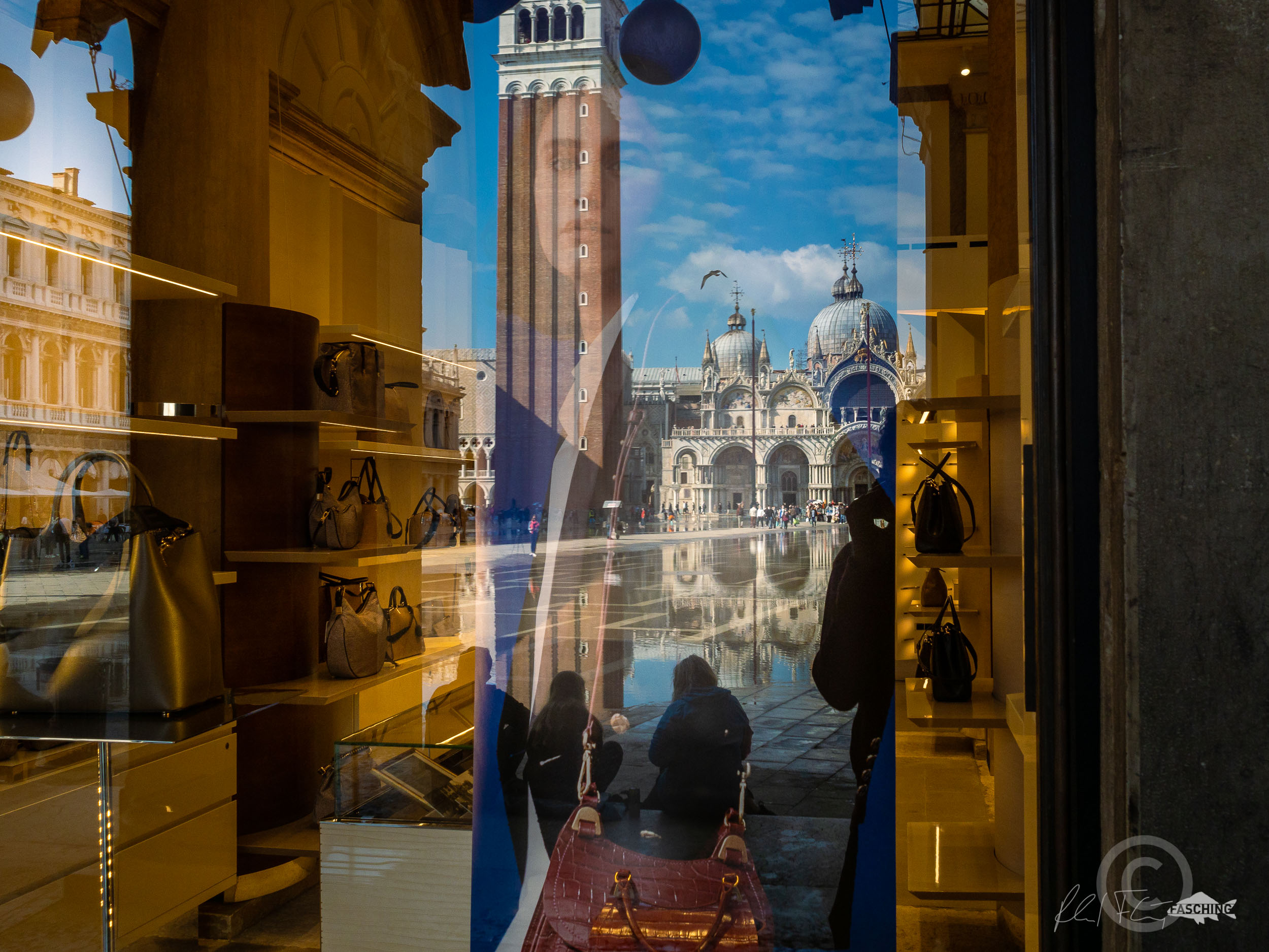 Mirror Girl, Piazza San Marco, Photographer Reinhard Fasching